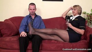 Pantyhose Footjob – Συνοδός πτήσης Little Black Book